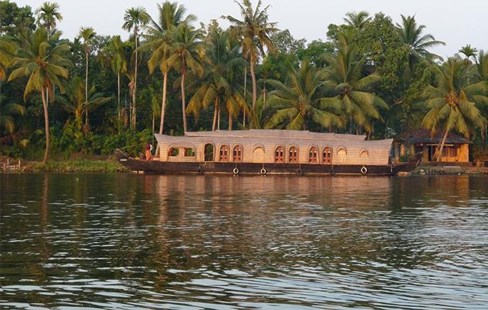 "Hausboot auf den ""Backwaters"""