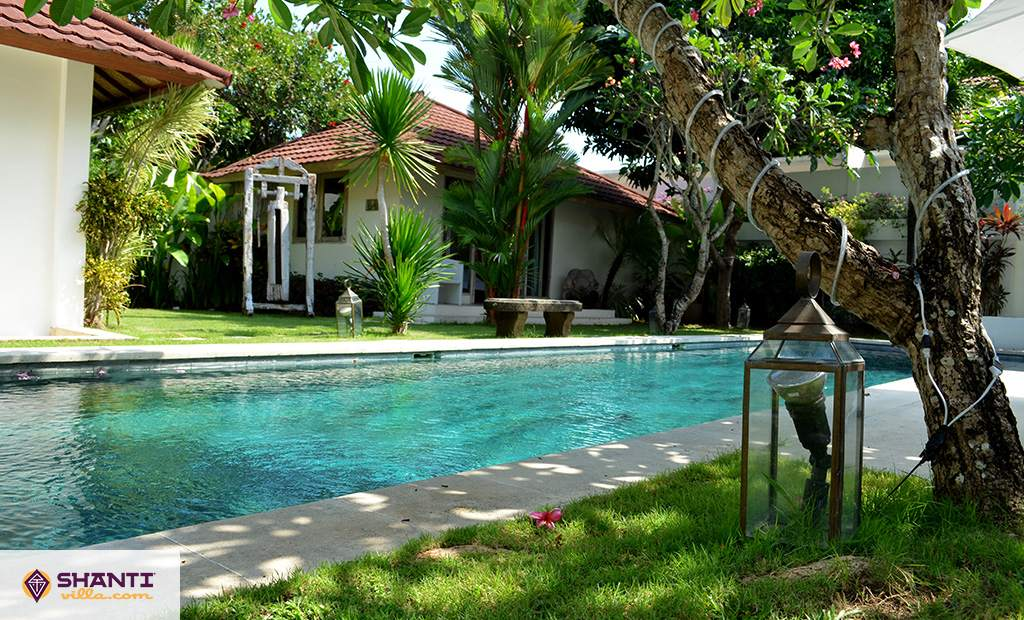 villa putih seminyak location villa seminyak bali. Black Bedroom Furniture Sets. Home Design Ideas