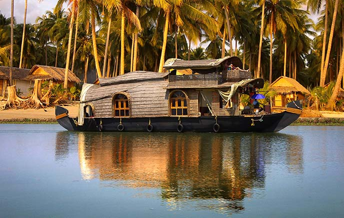 Backwaters – Houseboat