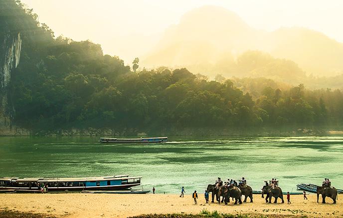 Pakbeng - Muang La via balade à dos d'éléphant