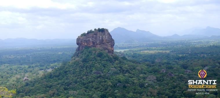 Rocher au nord de la forteresse de Sigiriya