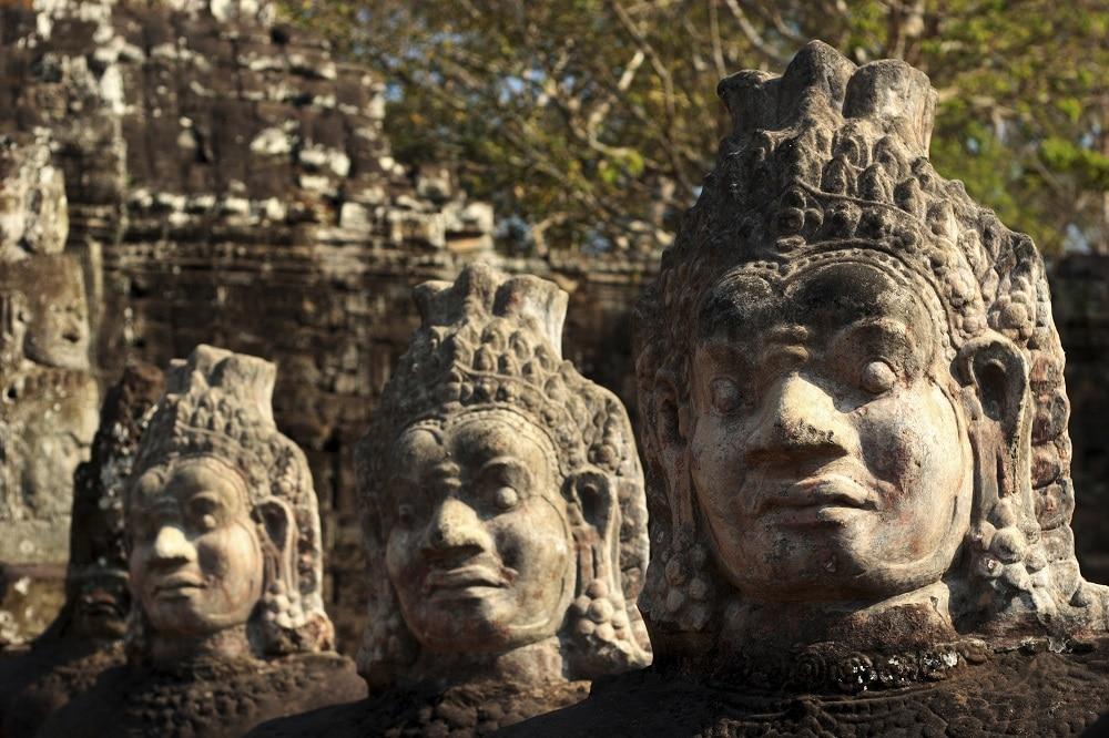 statues angkor
