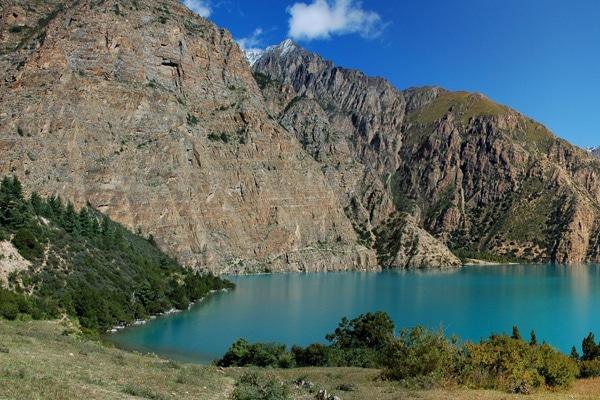 Panorama_phoksumdo_lake_from_camp