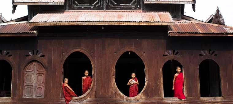 jeunes-moines-bouddhistes-en-Birmanie