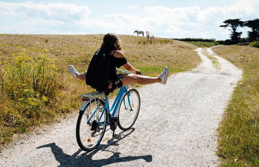 Ânes et vélo électrique en Occitanie