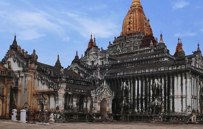 Pindaya - Bagan via aéroports, Temples de Dhammaziedi, Shwezigon & Ananda