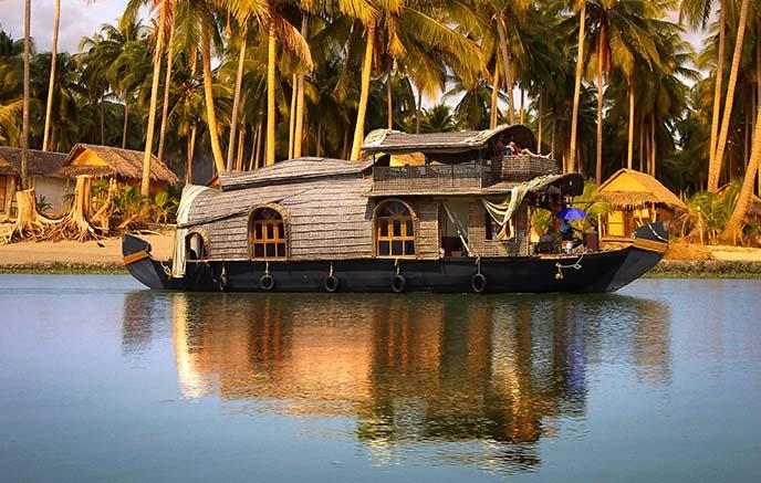 Backwaters – Houseboat